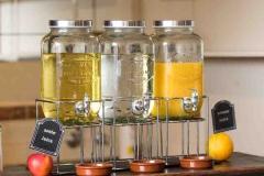 The Matador Motel - Fresh Juice for breakfast